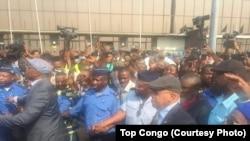 Etienne Tshisekedi, opposant historique et leader de l'Union pour la démocratie et le progrès social (UDPS), a atterri à l'aéroport international de N'Djili à son retour d'une longue convalescence l'étranger, à Kinshasa, RDC, 27 juillet 2017. (Crédit Top Congo FM)