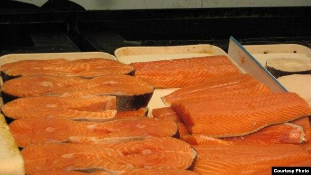 El salmón es una fuente popular de aceite de pescado.