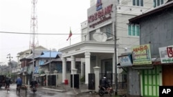 A bank office and shops are closed in Sittwe, capital of Rakhine state in western Myanmar, on Friday, June 15, 2012. The communal violence that swept through Rakhine over the past week killed dozens of people. (AP Photo/Khin Maung Win)
