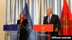 Visoka predstavnica EU za spoljnu i bezbjednosnu politiku Federika Mogerini i premijer CG Duško Marković u Tivtu 19. april 2018. (Foto: rtcg.me)