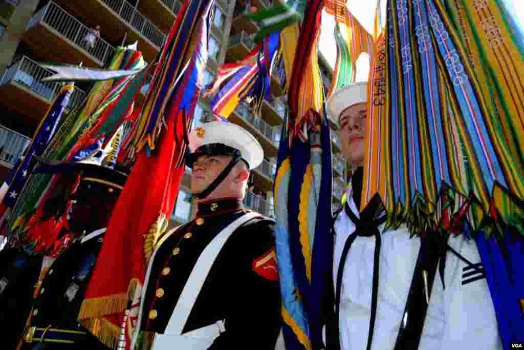 Знаменосцы по родам войск возглавили парад