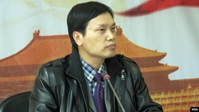 北京理工大学经济学教授胡星斗(2010年12月美国之音张楠拍摄)