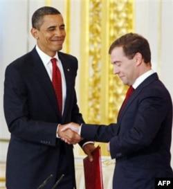 Rossiya prezidenti Dmitriy Medvedev AQSh rahbari Barak Obamani olqishlab, so'zining ustidan chiqadigan arbob deya maqtagan.