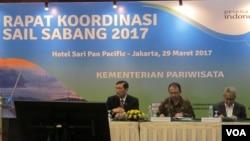 Rapat koordinasi Tingkat Kementerian/Lembaga dan Gubernur Aceh yang dipimpin Menteri Koordinator bidang Kemaritiman Luhut Binsar Pandjaitan di Hotel Sari Pan Pasific di Jakarta, Rabu 29/3. (VOA/Fathiyah Wardah)