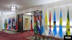 台湾外交部内的邦交国旗帜 (资料照片)