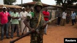 지난달 23일 중앙아프리카공화국 수도 방기에서 아프리카연합군 소속 군인이 경계 근무 중이다. (자료사진)