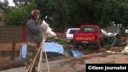 Agentes do Serviço de Investigação Criminal usam carros retidos pela polícia em Cunene - 2:36