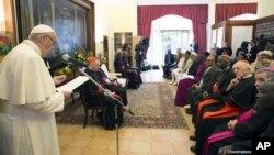 Paparoma Francis yana jawabi a Jami'ar Nairobi
