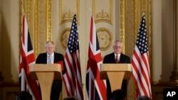 Britanski šef diplomatije Boris Džonson i američki državni sekretar Reks Tilerson na konferenciji za novinare u Londonu (14. septembar 2017. )