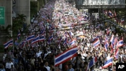 Anti-government demonstrators fill up a street during a rally in Bangkok, Thailand, Nov. 4, 2013.