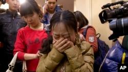 Rodjaci kineskih putnika nestalog aviona Malezija erlajnsa smešteni su u hotelu u Pekingu.