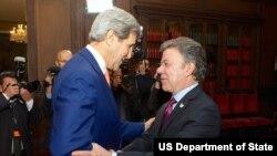 El secretario John Kerry se reunió con Santos en el Palacio de Nariño.
