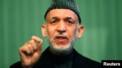 Presiden Afghanistan Hamid Karzai menyangkal laporan bahwa ia menduga AS di balik puluhan serangan pemberontak (foto: dok).