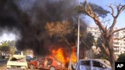 叙利亚官方通讯社发布的照片显示,2月21日大马士革发生的巨大爆炸烧毁了数辆汽车