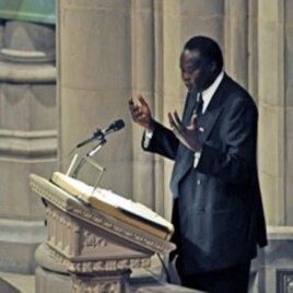Alec Khoc, Southern Sudan's ambassador to the United States, pays tribute to late NBA star Manute Bol during funeral services at the Washington National Cathedral, 29 Jun 2010