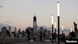 El área donde se levantó el World Trade Center tiene ahora familias y niños jugando en sus parques.