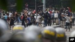 Những người ủng hộ ứng cử viên tổng thống Indonesia bị thua cuộc đụng độ với cảnh sát hôm 22/5 ở Jakarta. Sáu người thiệt mạng và hàng trăm người khác bị thương trong các cuộc biểu tình.