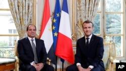 Le président français Emmanuel Macron, à droite, rencontre le président égyptien Abdel-Fattah el-Sissi à l'Elysée, à Paris, le 24 octobre 2017.