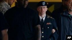 美國士兵曼寧被押解離開軍事法庭(資料照片)