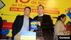 Los escritores Roberto Mansilla, izquierda, y Alfredo del Arroyo Soriano presentaron su libro en Lima, Perú el pasado mes de agosto.