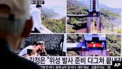 La prueba del motor cohete tuvo lugar en momentos en que el secretario norteamericano de Estado, Rex Tillerson, visitó China dentro de una gira por Asia, enfocada en cómo frenar el programa nuclear y de misiles de Pyongyang.