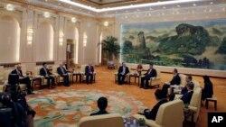 2018年6月14日,在北京人民大會堂,美國國務卿蓬佩奧和美國大使布蘭斯塔德會見中國國家主席習近平、國務委員楊潔篪和外長王毅。