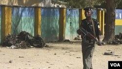 Anggota pasukan keamanan Nigeria melakukan patroli di kota Kano, Nigeria utara (foto: dok).