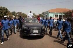 Serifo Nhamadjo battant campagne pour la présidentielle à Bissau le 16 mars 2012