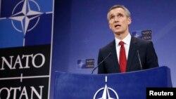 Sekjen NATO, Jens Stoltenberg dalam konferensi pers di Brussels, Belgia (foto: dok).