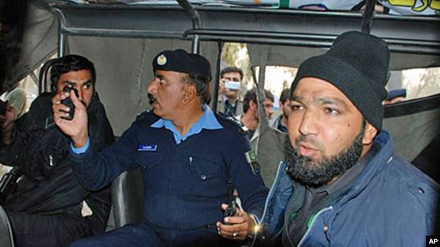 An intelligence official interrogating the suspect, identified as Mumtaz Qadri, Commando of Pakistan's Elite force, right, who allegedly killed Punjab's governor Salman Taseer in Islamabad, 04 Jan 2011