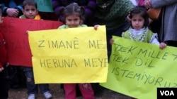 Zarokên Kurd daxwaza perwerdeya bi zimanê xwe yê zikmakî dikin