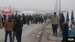 Displaced families living in camps in the deserts around Mosul have little access to the outside world, but many families say they are at least safe as they face an uncertain future, Khazir, Kurdish Iraq, Jan. 10, 2017. (H. Murdock/VOA)