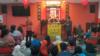 Ketua Majelis Agama Khonghucu (Makin) Bandung Fam Kiun Fat, mengenalkan agama Khonghucu dan menjawab pertanyaan dari para peserta. (VOA/Rio Tuasikal)