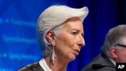 國際貨幣基金組織總裁拉加德在週六會見記者