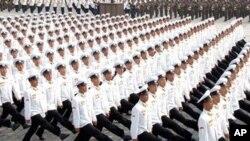 ການສວນສະໜາມສະຫລອງຄົບຮອບ 65 ປີ ຂອງການສ້າງຕັ້ງພັກກໍາມະກອນ ຫລືພັກຄອມມິວນິສເກົາຫລີເໜືອ ທີ່ນະຄອນຫລວງພຽງຢາງ, ວັນອາທິດທີ 10 ຕຸລາ 2010 (AP Photo/Korean Central News Agency via Korea News Service) ** JAPAN OUT **