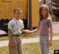 """RYAN KETZNER as Young Bryce and MORGAN LILY as Young Julie in Castle Rock Entertainment's coming-of-age romantic comedy """"FLIPPED,"""" a Warner Bros. Pictures release."""