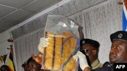 乌干达警方展示找到的爆炸装置
