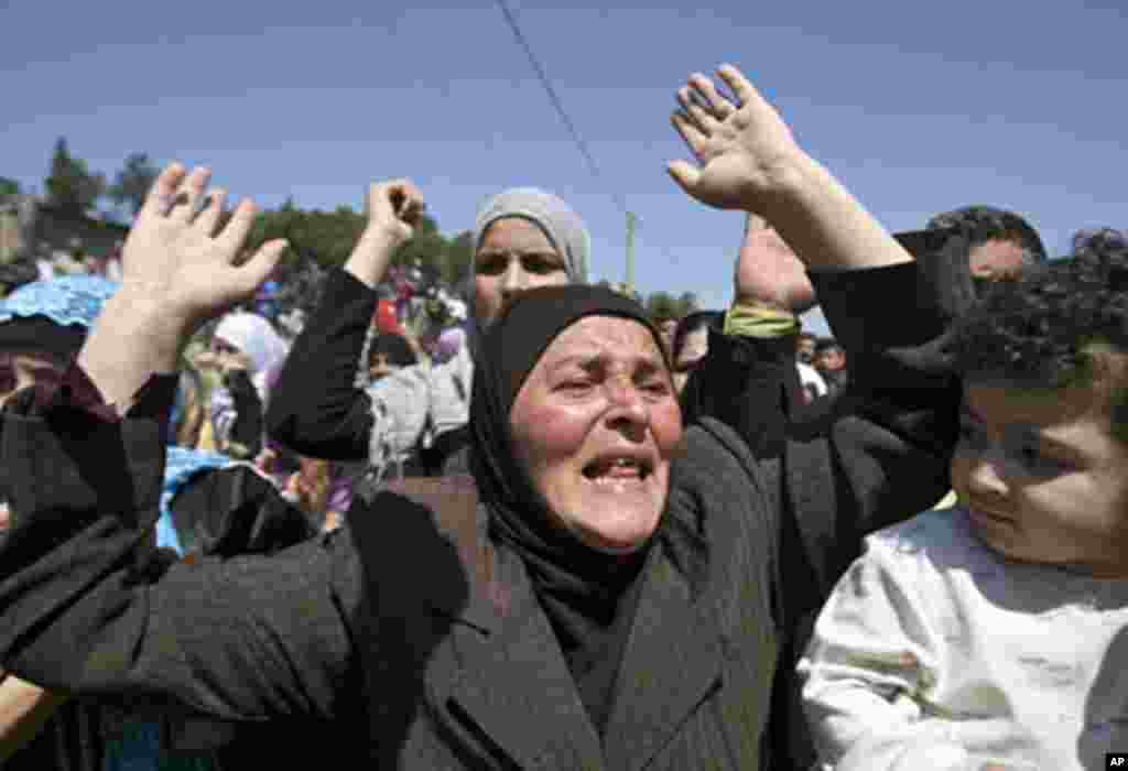 Syrian women and men chant slogans against Syria's President Bashar al-Assad after arriving in Wadi Khaled in northern Lebanon, near the Lebanese-Syrian border May 16, 2011. (Reuters image)