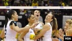 Tim voli Brazil menempati posisi puncak grup B setelah mengalahkan Belanda hari Minggu (31/10) dan Puerto Rico hari Selasa dalam Kejuaraan Dunia Bola Voli di Jepang.