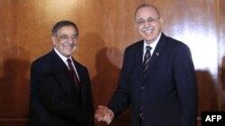 Министр обороны США Леон Панетта и премьер-министр Ливии Абдель Рахим аль-Киб
