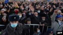 Qirg'izistonda prezidentlikka saylangan Sadir Japarov tarafdorlari, 2021-yil, 11-yanvar