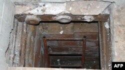 Michele Zagaria evinin altına inşa edilmiş koruganda yakalandı