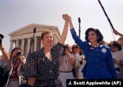 "Norma McCorvey (left), called ""Jane Roe"" and her attorney Gloria Allred"