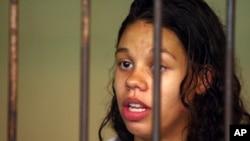 Heather Mack dari Chicago, Illinois, yang dituduh membunuh ibunya, dalam selnya di Bali (11/3). (AP/Firdia Lisnawati)