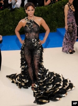 """Halle Berry at the 2017 Costume Institute Gala - """"Rei Kawakubo/Comme des Garcons: Art Of The In-Between""""."""