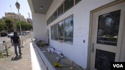 Gedung Kedutaan Besar AS di Damaskus menjadi korban perusakan oleh para pendukung Presiden Bashar al-Assad (11/7).