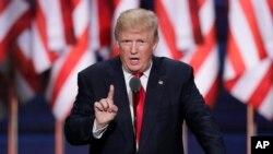 El presidente Donald Trump dice que las acusaciones anunciadas el 16 de febrero de 2018 son prueba de que su campaña no coludió con Rusia.
