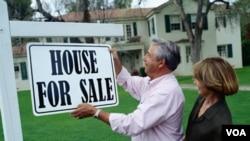 La venta de casas también se ha visto afectada por prácticas más estrictas para la aprobación de préstamos hipotecarios en Estados Unidos.