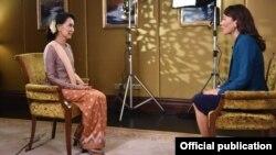 ေဒၚေအာင္ဆန္းစုၾကည္ စင္ကာပူႏိုင္ငံမွာ Channel NewsAsia- CNA ရဲ႕ ျပဳလုပ္ခဲ့တဲ့ ေမးျမန္းခန္း။ (MOFA)