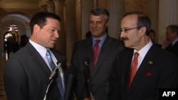 Kongresmenët Engel, Mek, thirrje për më shumë njohje